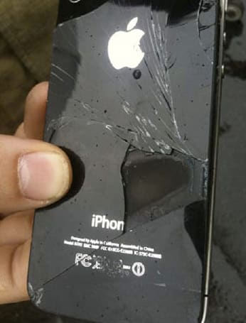 iPhone 4 combusts on Australian flight, looks madder than a spurned Qantas employee