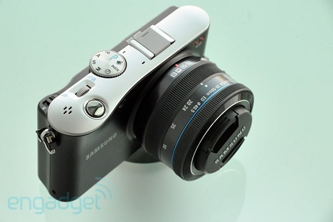 Samsung NX 100 gets reviewed, deemed a good option for the CSC curious