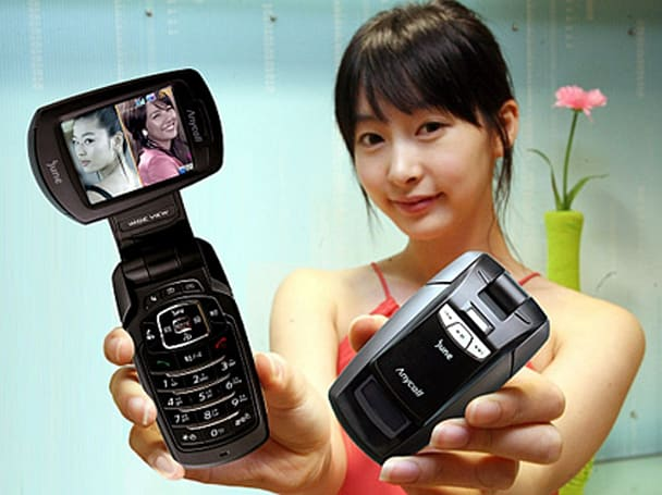 Samsung's SCH-B470: DMB with picture-in-picture