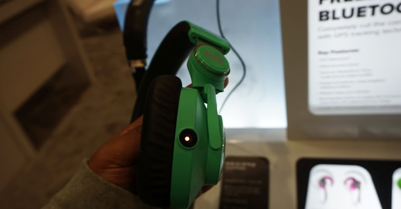 DVR headphones keep an eye on the crowd while you spin