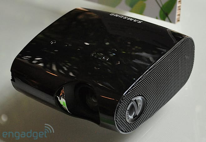 Samsung P410M pocket projector hands-on