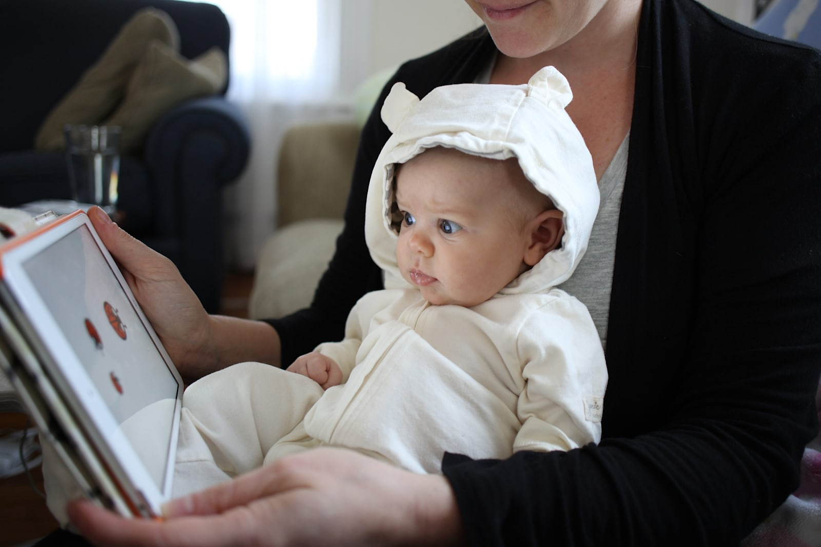 Doctors relax rules on letting babies watch screens