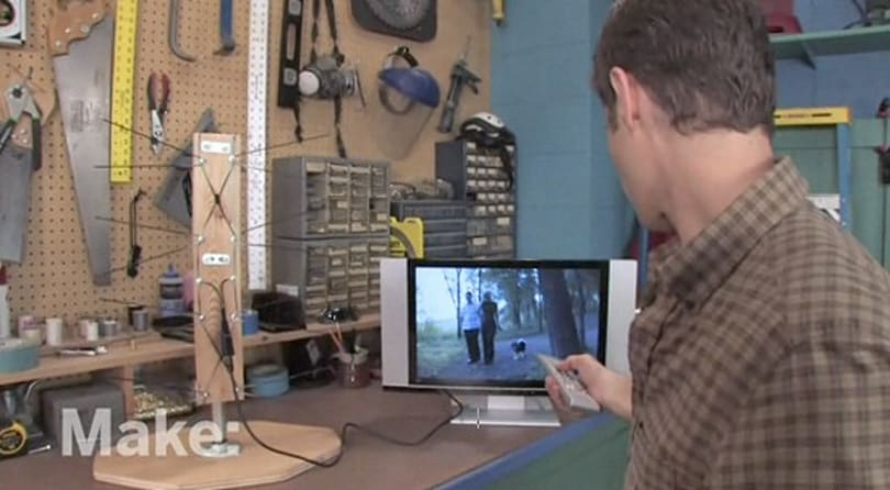 Video: DIY antenna makes good use of wire hangers, spare time