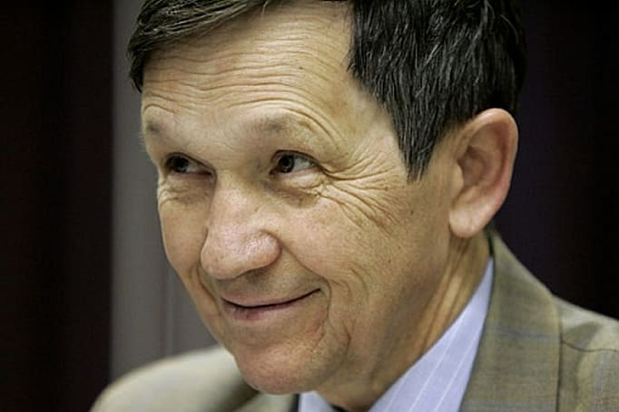 Dennis Kucinich opens up shop in Second Life
