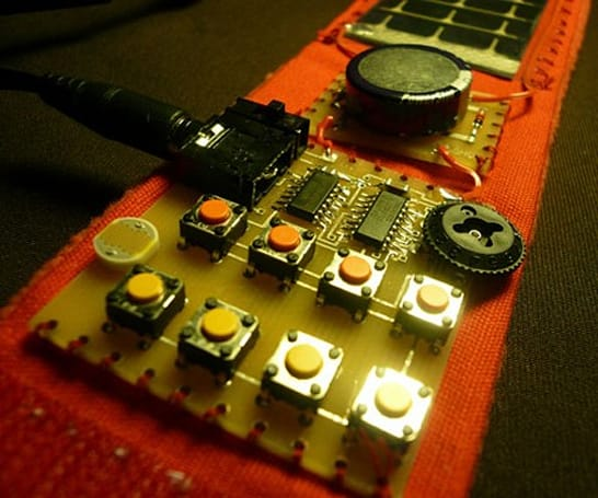 Square Band: the solar-powered wearable synthesizer