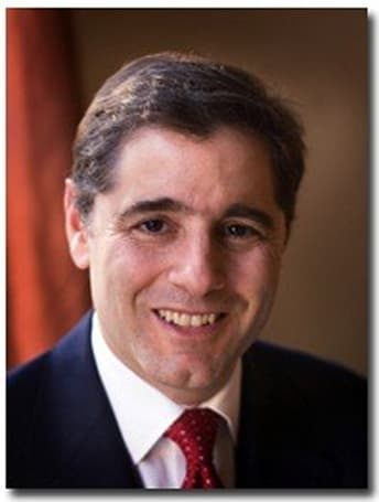 Julius Genachowski voices support for capped, tiered broadband