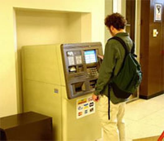 Mobile banking sees little consumer interest in U.S.