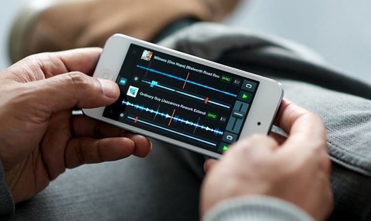 Traktor DJ gets remixed for iPhone, brings big features to small pockets (video)