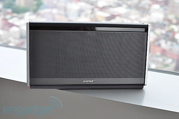 Bose unveils SoundLink wireless mobile speaker, fancies up A2DP for a premium (hands-on)