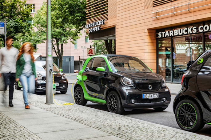 Smart's diminutive vehicles will all have EV options in 2017