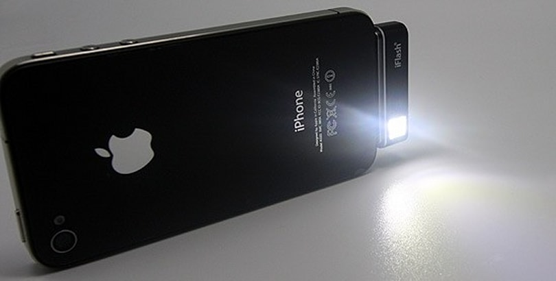 iFlash adds a flash to your iPhone or iPod touch