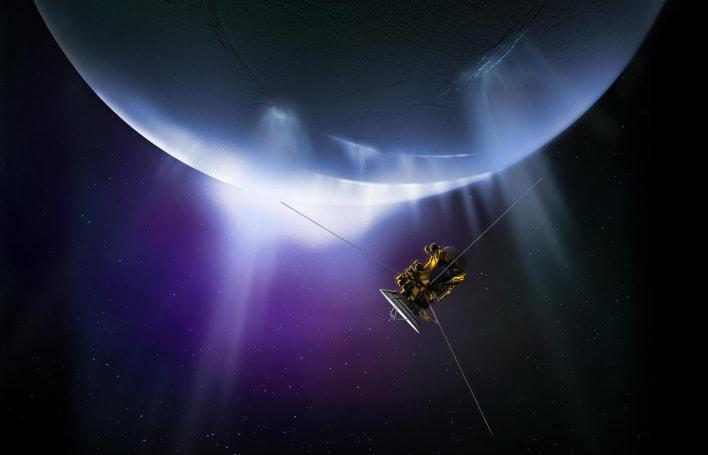 Cassini leaves Saturn's moon Enceladus after one last mission