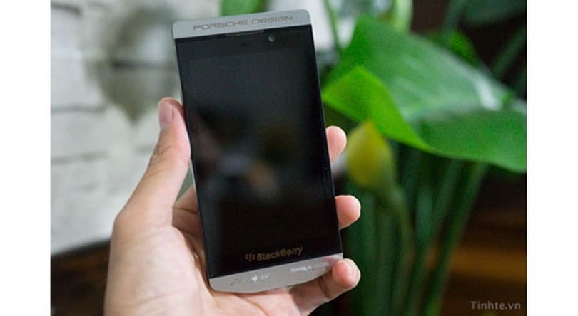 BlackBerry might re-try the Porsche Design thing with leaked P'9982