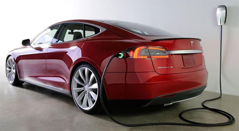 Tesla Model S update adds calendar integration and traffic-based navigation
