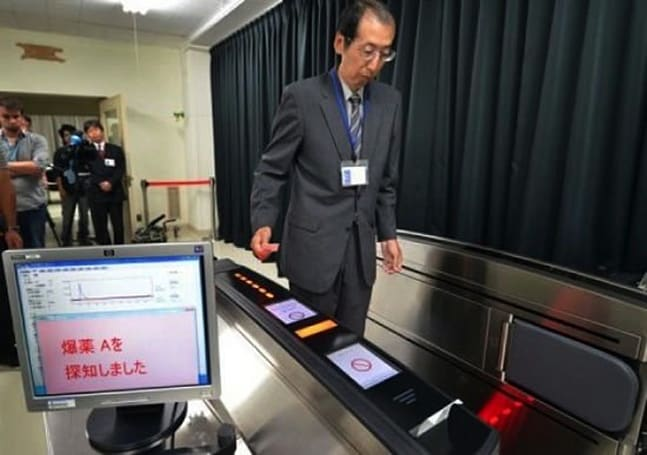 Hitachi boarding gate can sniff explosives on passes, keep the transport queues flowing (video)