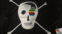 "Susan Kare selling replicas of the Mac team's ""pirate flag"""