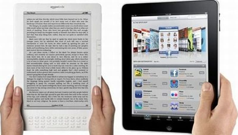 Bezos: Kindle and iPad are separate devices