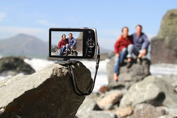 Gomite Tiltpod magnetic tripod: snapping awkward family photos just got easier