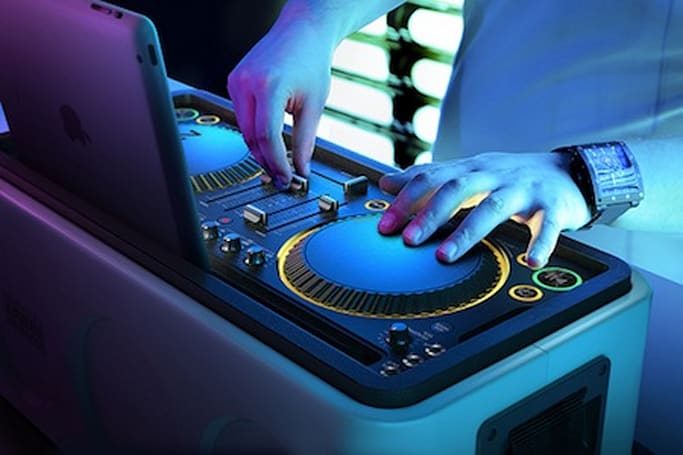 Philips launches M1X-DJ rig for iPad, iPhone
