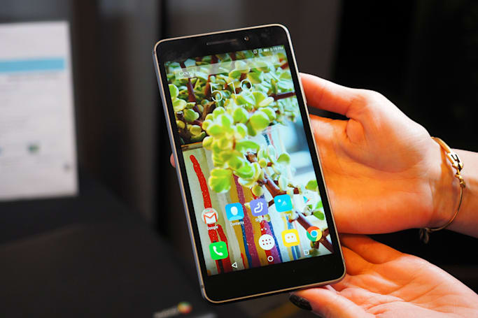 Lenovo blames smartphones for its first loss in six years