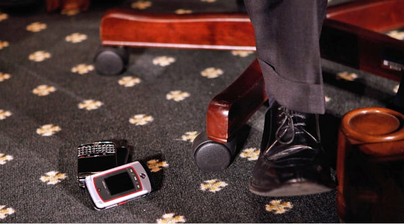 US Senate finally dumps BlackBerry