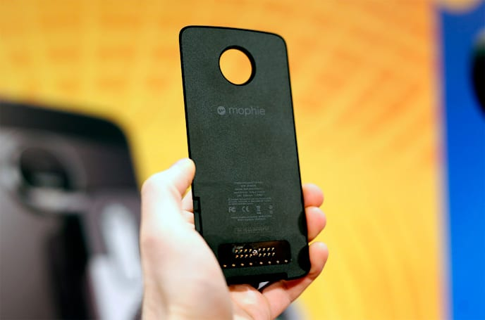 Motorola adds a Mophie battery and a car dock to its pile of Mods