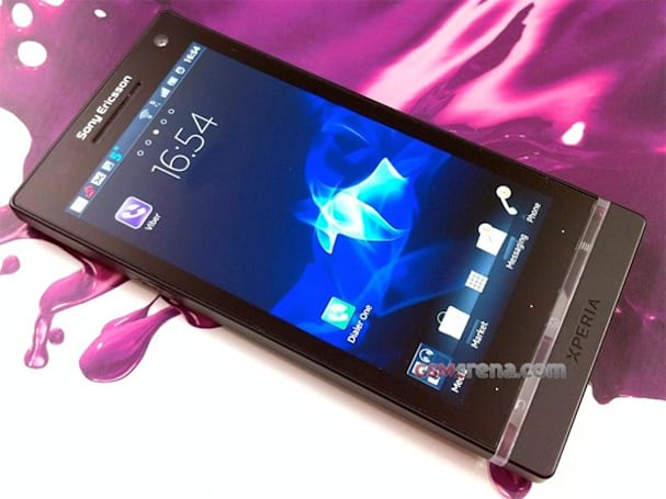 Sony Ericsson Xperia Nozomi spotted out again, can't help but get its photo taken