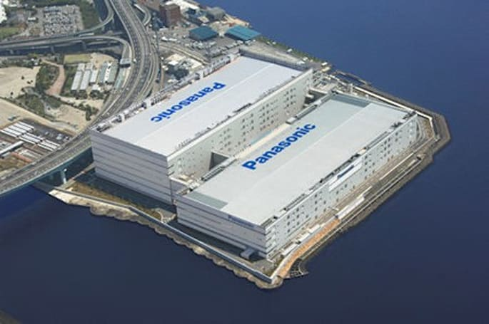 Panasonic scales back flat-panel production investments