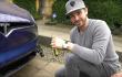 Wie man die Tesla-Fronthaube mit einem Schraubenzieher öffnet