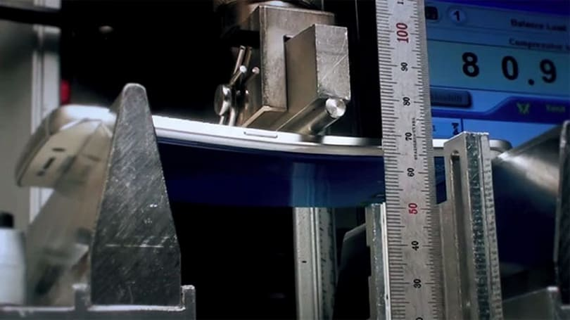 Samsung fights fears of Galaxy S6 bending with a video