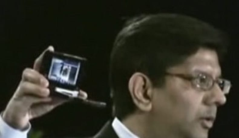 Intel briefly demonstrates clamshell MID on video
