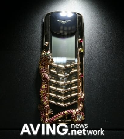 Vertu Signature Dragon handset puts the 'ugh' in 'luxury'