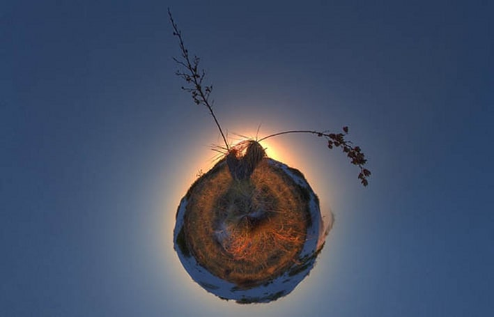 RollWorld lets you create your own little planet on iOS