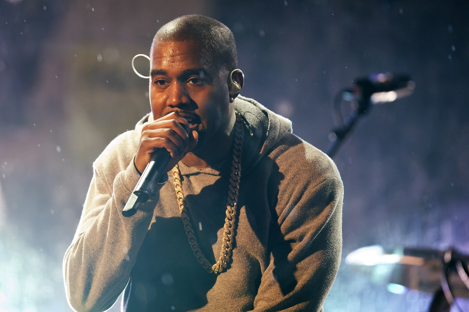 Kanye West wants Apple and Tidal to stop fighting over exclusives