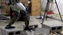 Atlas kann jetzt mit dem Fuß tastend über Geröll balancieren