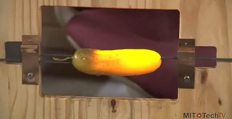 Video: OLED technology explained using a pickle and an Igor