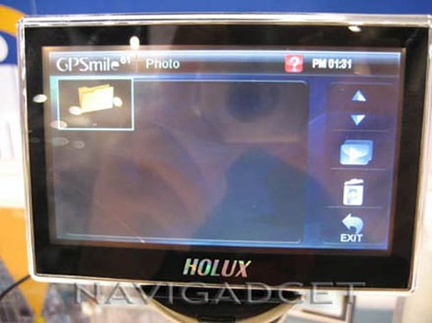 Holux shows off 4.3-inch GPSmile 61 at CES