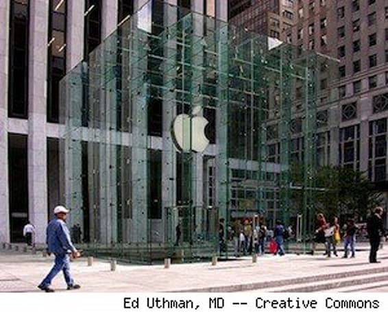 Apple, Microsoft retail stores playing tag