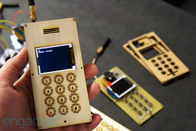 DIY Cellphone has the footprint of an ice cream sandwich, definitely doesn't run ICS (hands-on)