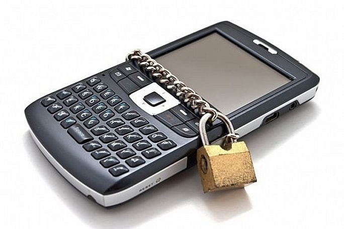 ​House passes bill that legalizes phone unlocking, with a frustrating caveat