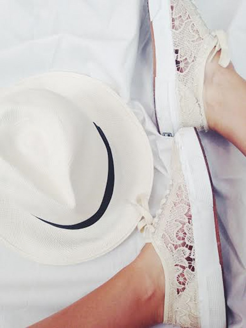These white lace Superga sneakers are the cutest
