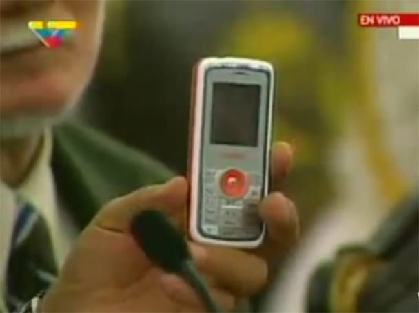 Venezuela shows off locally-produced El Vergatario phone