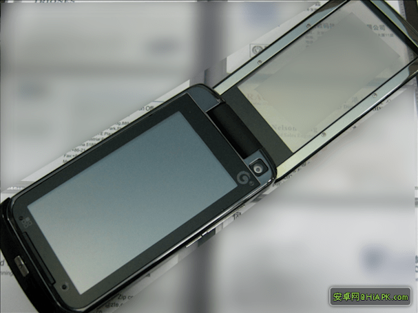 Mysterious Motorola MT820 poses for a long, leisurely spy shoot