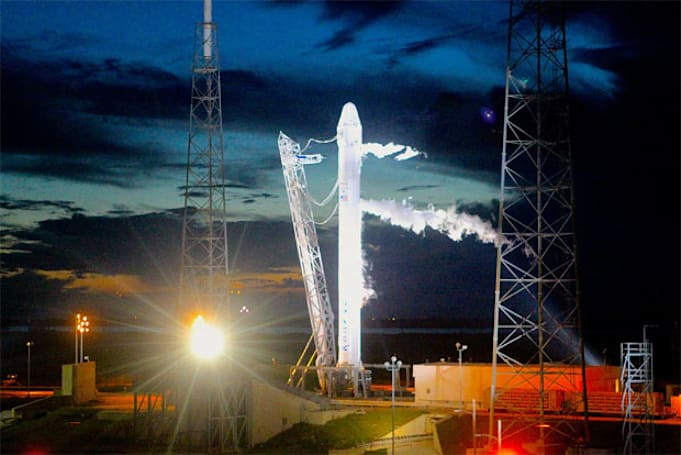 Watch the SpaceX Dragon capsule lift off, live (video)