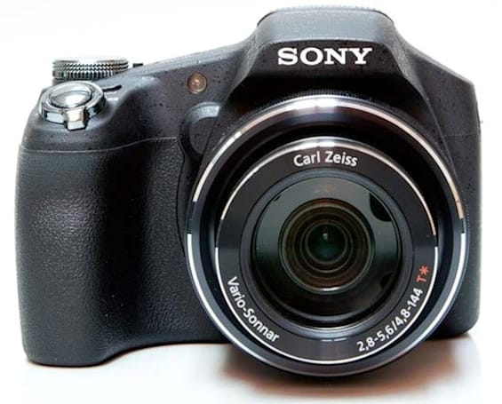 Sony Cyber-shot DSC-HX100V gets reviewed, deemed one of the best super-zooms around