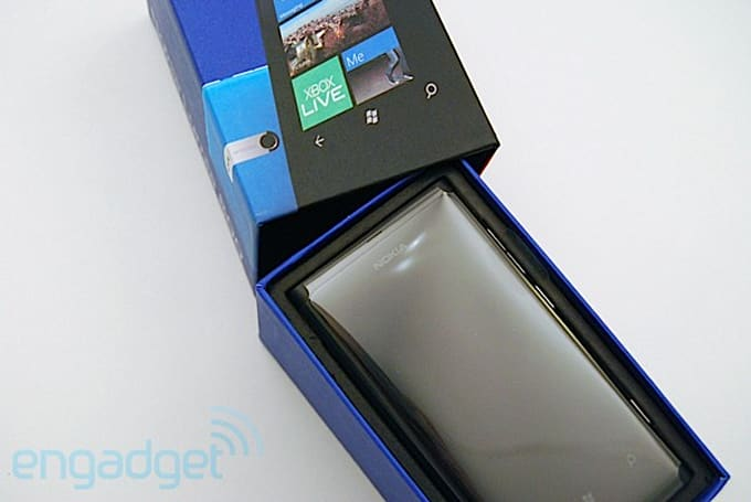 Nokia Lumia 800 unboxed: we shed some light on what's inside