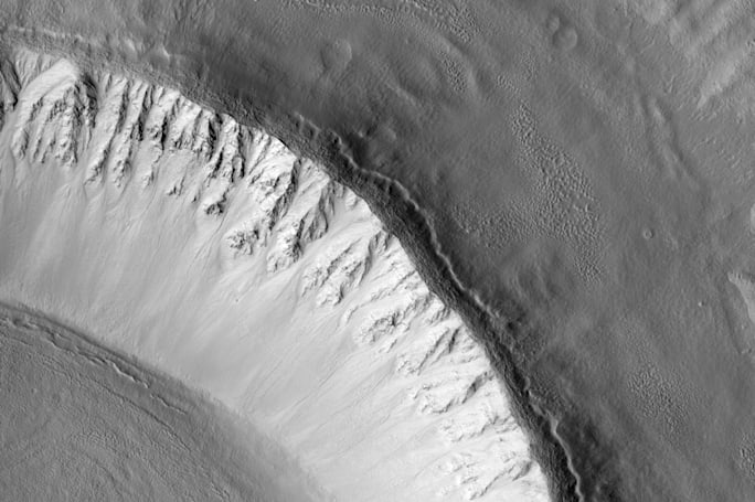 Mars hides a gigantic ice sheet that may help astronauts