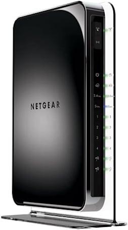 Netgear's N900 dual-band router hits 900Mbps top speed, pats itself on the back