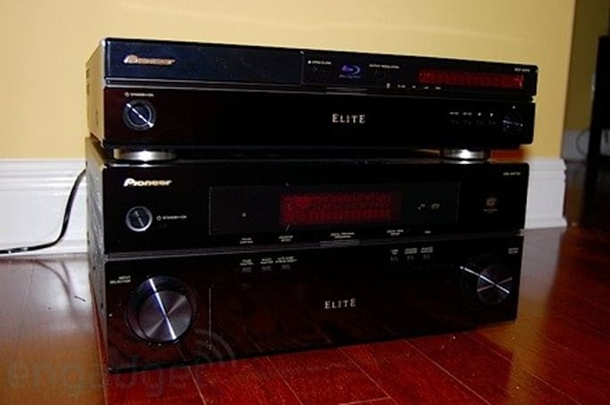 Pioneer BDP-95FD Elite Blu-ray player unboxed