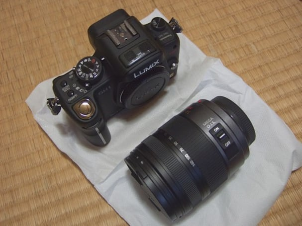 Panasonic Lumix DMC-GH1 gets unboxed, takes some test shots